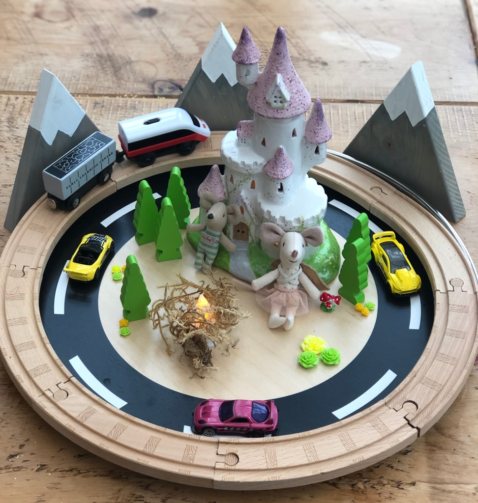 Exploring Circles and Basic Fractions - circular small world